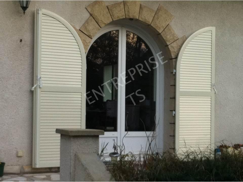 Volets battants aluminium & fenêtre PVC cintrée